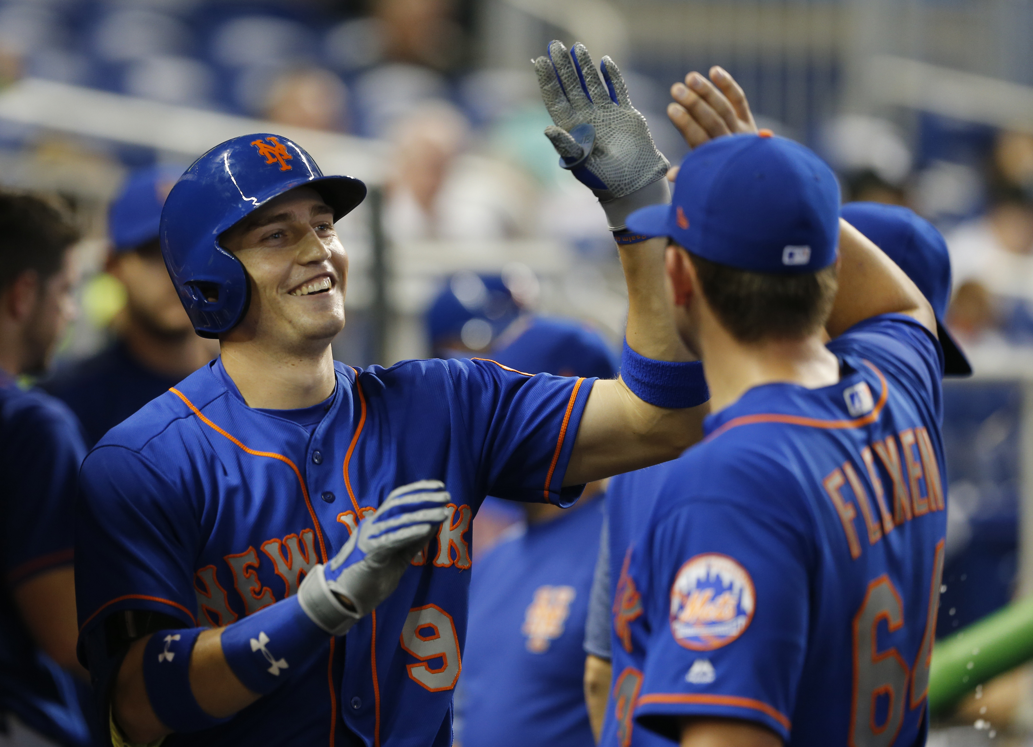 D'Arnaud's 2 HRs power Mets by Nationals